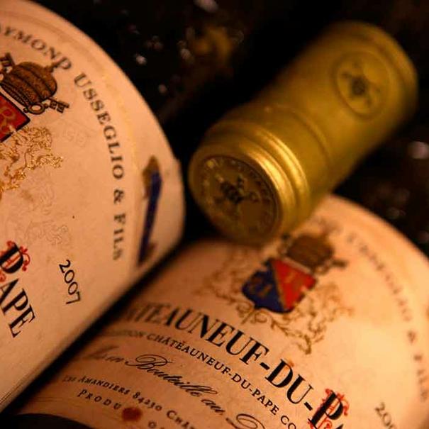 Botellas de Châteauneuf du Pape Cuvée Impériale