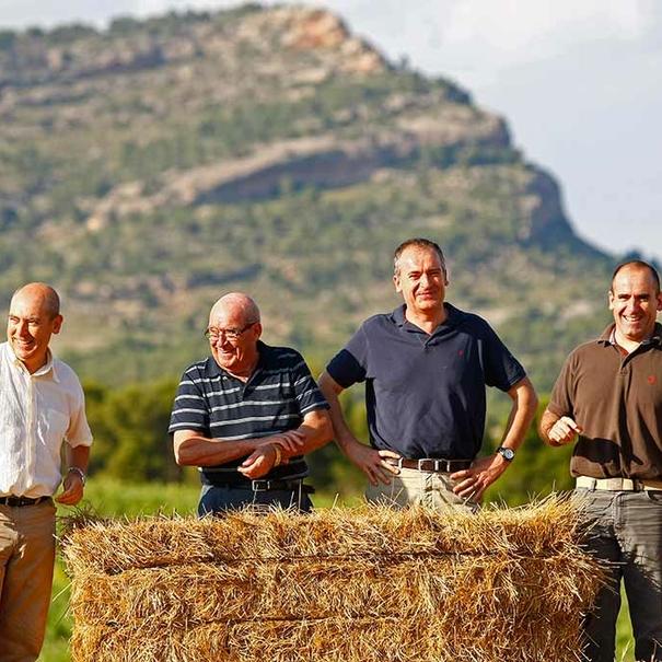 La familia Castaño con el padre y los tres hijos